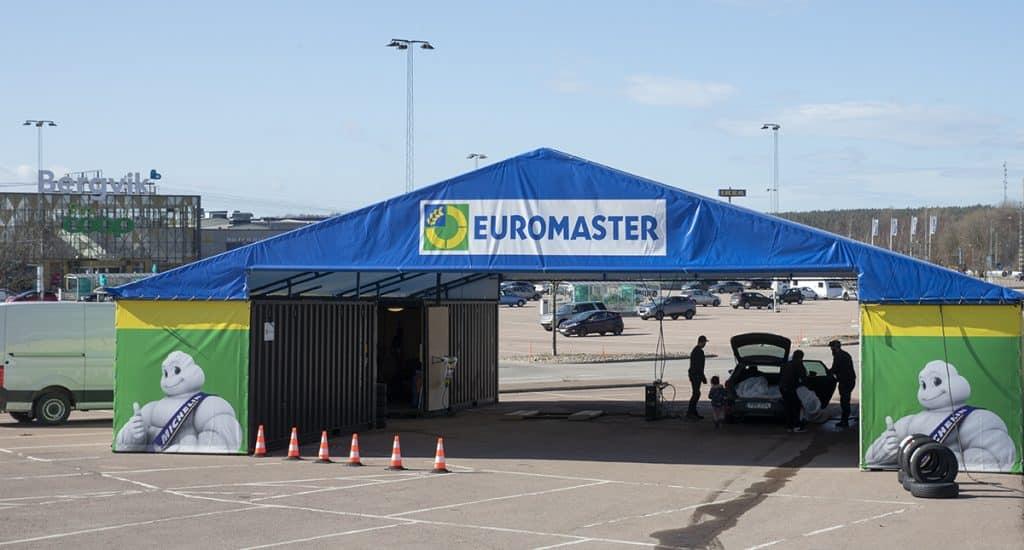 Euromaster tält och skyltar